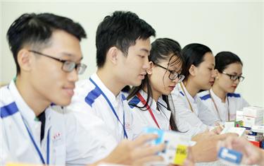 Sinh viên ngành Dược (Dược sĩ Đại học): Rộng mở Cơ hội Việc làm