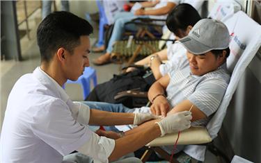 Sinh viên Duy Tân Tham gia Hiến máu Nhân đạo