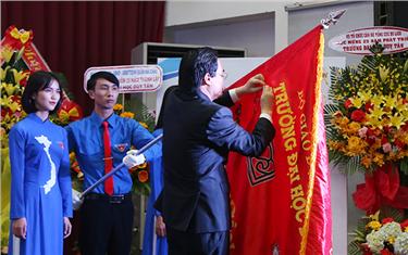 Trường đại học Duy Tân nhận Huân chương Lao động hạng Nhất