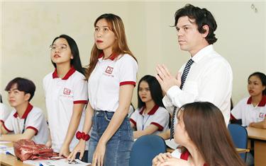 Sinh viên Ngoại ngữ DTU với khoảng trời riêng cho học tập và trưởng thành