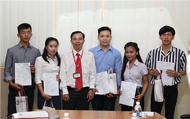 Đón đoàn Sinh viên Lào đến Nhập học tại Đại học Duy Tân