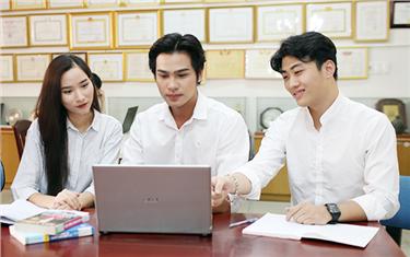 Sinh viên Đại học Duy Tân chuyển sang học toàn bộ online giữa dịch Covid-19
