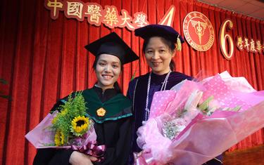 Thầy và trò Đại học Duy Tân cùng nhận bằng Thạc sĩ tại Đại học China Medical, Đài Loan