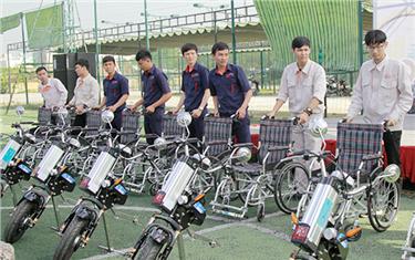 Đại học Duy Tân: Chế tạo Xe lăn Điện tặng người Khuyết tật