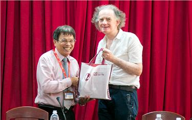 Giao lưu với Giáo sư Martin Howard đến từ Đại học Cork (Ireland)