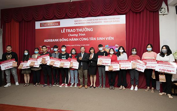 Agribank Đồng hành cùng Tân sinh viên Đại học Duy Tân
