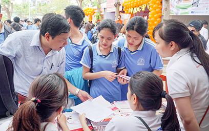 Đại học Duy Tân Tư vấn Tuyển sinh trong Ngày hội Tuổi trẻ tại THPT Nguyễn Hiền