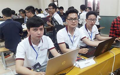 Đội tuyển ISITDTU đến từ ĐH Duy Tân trong ngày thi