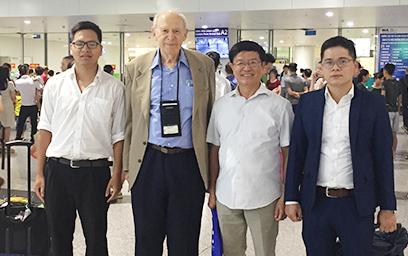 Cán bộ Đại học Duy Tân Tham gia đón Nhà Bác học đoạt giải NOBEL tại Hà Nội