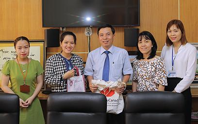 Lãnh sự quán Canada Thăm và Làm việc tại Đại học Duy Tân
