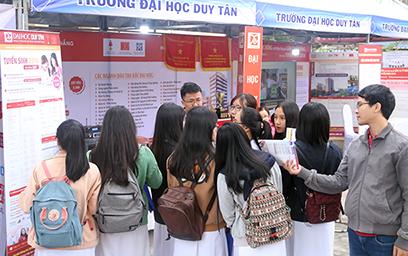 Đại học Duy Tân Tham gia Chương trình Tư vấn Mùa thi 2018 tại THPT Hoàng Hoa Thám