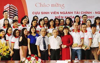 Sinh viên ngành Tài chính - Ngân hàng về thăm Đại học Duy Tân