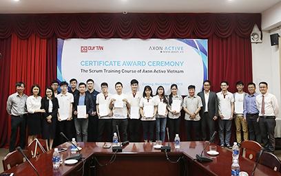 Công ty Axon Active trao Ch?ng ch? cho Sinh viên Chuong trình ADP