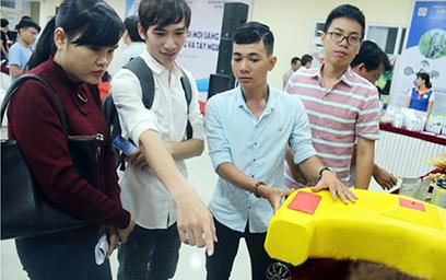 """Dự án """"Phao cứu hộ điều khiển từ xa"""" - ý tưởng hay của sinh viên Trường Đại học Duy Tân"""