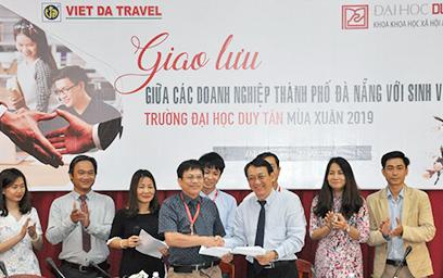 Công nghệ Thông tin và Ngoại ngữ đóng Vai trò quan trọng Quyết định Chất lượng nguồn Nhân lực ngành Du lịch thời 4.0