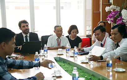 Đại học Duy Tân Làm việc với đoàn Cán bộ Phụ trách Hợp tác Đại học ... 294A7416c-62
