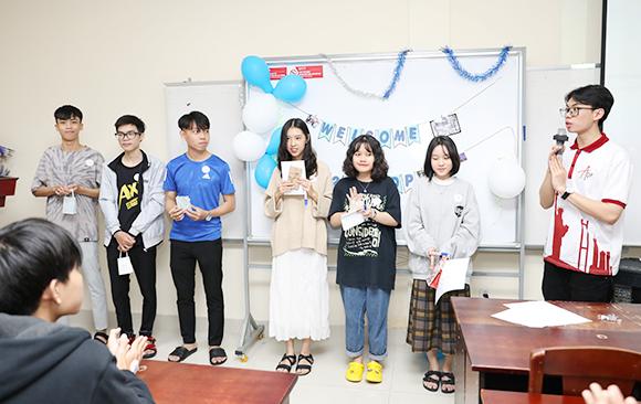 Sôi d?ng Ngày h?i Chào dón Tân Sinh viên K26 Chuong trình ADP c?a Ð?i h?c Duy Tân