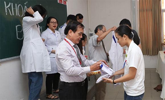 Lễ khoác áo Blouse trắng cho sinh viên khoa Y