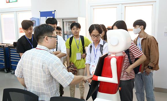 """Tham quan Không gian H?c t?p và Nghiên c?u v?i """"DTU Innovation Open Day"""""""