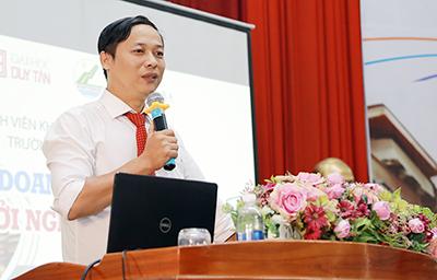 Tọa đàm Sinh viên Khoa Quản trị Kinh doanh của Đại học Duy Tân với Doanh ng 2G6A9514c-4