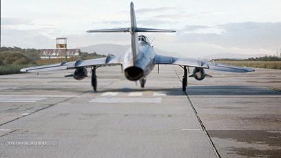 Máy bay MiG-17 của Việt Nam đang cất cánh. (Ảnh: Silver Swallow Studio)