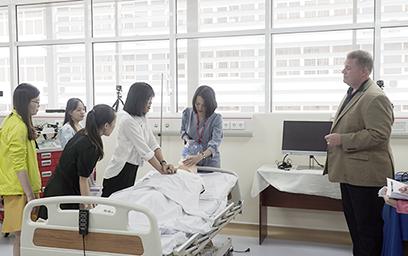 Đại học Duy Tân Tổ chức Tập huấn Sử dụng Mô phỏng trong Giảng dạy Kỹ năng lâm sàng Y khoa