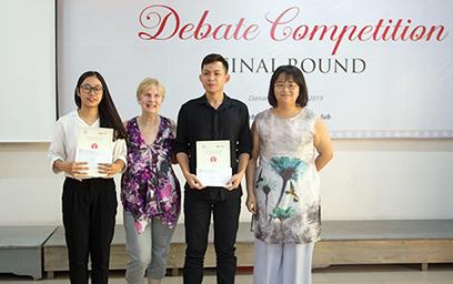 Vòng Chung kết Cuộc thi Tranh luận bằng tiếng Anh lần thứ 4 tại Đại học Duy Tân