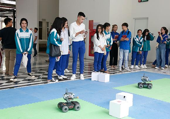 Học sinh trường THPT Đông Hà và THPT Hướng Hóa - tỉnh Quảng Trị Tham quan Trải nghiệm Thực tế tại DTU