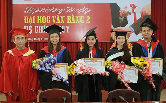 Lễ Phát bằng Tốt nghiệp Đại học Văn bằng 2 Khóa B20