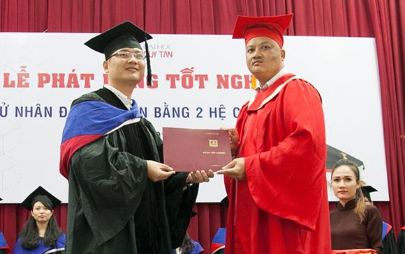 Lễ Phát bằng Tốt nghiệp Đại học Văn bằng 2 Khóa B19