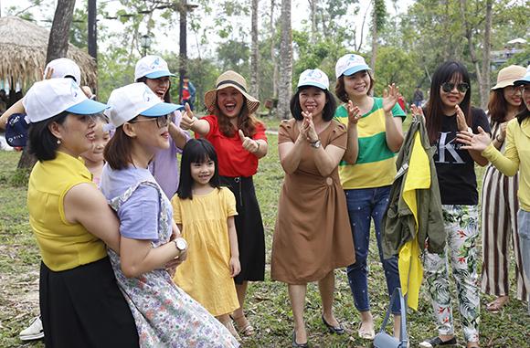 Nữ Cán bộ, Giảng viên Đại học Duy Tân đi Tham quan Du lịch ngày 8/3