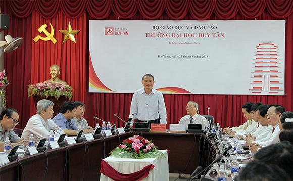 Bí thư Thành ủy Trương Quang Nghĩa phát biểu tại buổi làm việc với Đảng ủy tại Trường Đại học Duy Tân