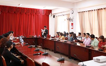 Công đoàn Đại học Duy Tân trao quà cho Đoàn viên khó khăn