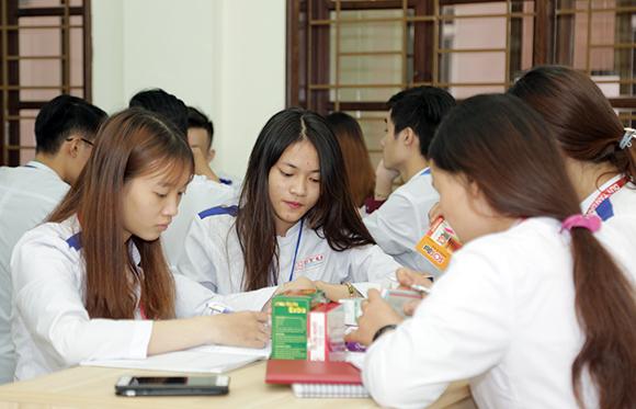 Sinh viên ngành Du?c (Du?c si Ð?i h?c): R?ng m? Co h?i Vi?c làm
