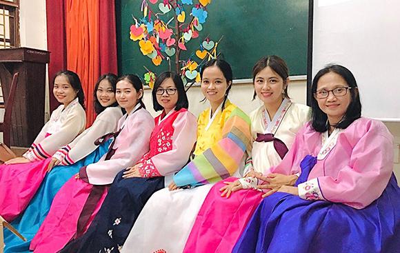 Sinh hoạt đầu khóa nhiều ước mơ của  sinh viên Khoa tiếng Hàn DTU