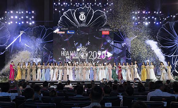 Sân khấu bán kết Hoa hậu Việt Nam 2020 được dàn dựng hoành tráng.