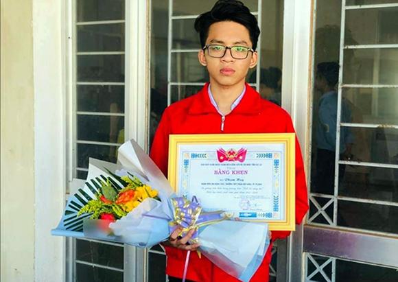 """Phạm Huy nhận Bằng khen là gương tiêu biểu trong phong trào """"Tuổi trẻ Sáng tạo"""""""