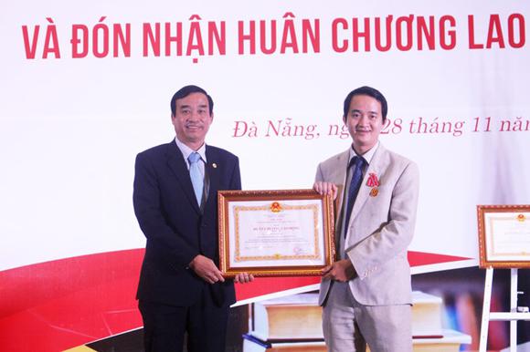 Đại học Duy Tân Đón nhận Huân chương Lao động hạng Nhất