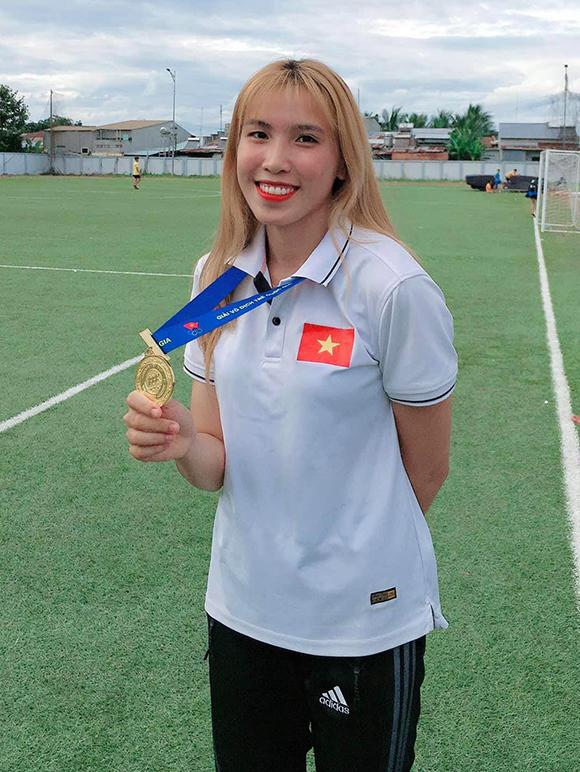 Nữ sinh Đại học Duy Tân đoạt Huy chương Bạc nhảy sào nữ