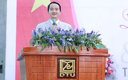 TS. Lê Nguyên Bảo - Hiệu trưởng Đại học Duy Tân phát biểu tại Lễ khai giảng