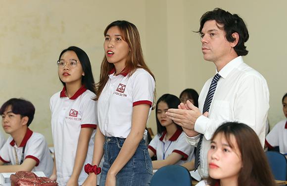"""Đào tạo Ngôn ngữ Hàn - Trung - Anh: Giải cơn """"khát"""" của Thị trường Nhân lực"""