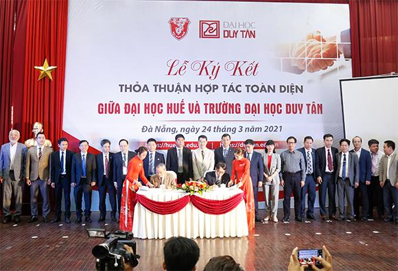 Trường Đại học Duy Tân và Đại học Huế ký kết hợp tác toàn diện