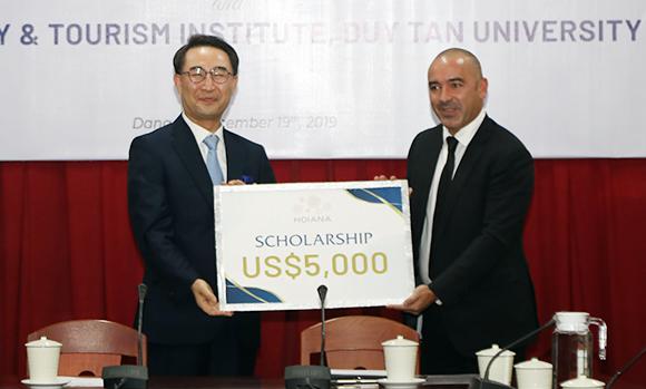 Viện Đào Tạo & Nghiên Cứu Du Lịch Đại học Duy Tân ký kết hợp tác với Khu nghỉ dưỡng phức hợp Hoiana