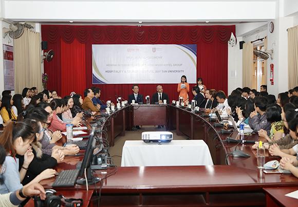 Đại học Duy Tân Ký kết Hợp tác với Khu nghỉ dưỡng Phức hợp Hoiana Kyketdonga3-89