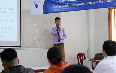 Luật sư Nguyễn Văn Phụng giảng dạy tại ĐH Duy Tân