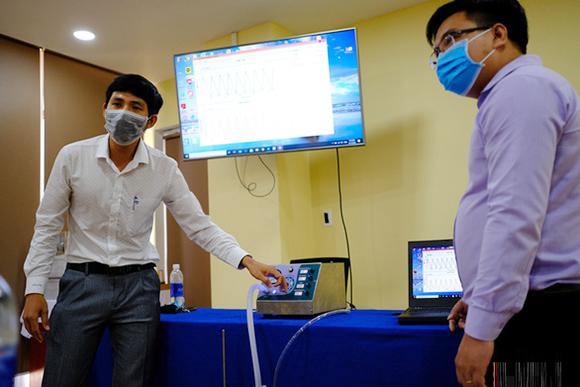 Đà Nẵng hỗ trợ Đại học Duy Tân Chế tạo Máy thở