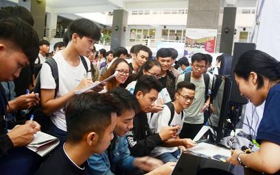 """Ngành công nghệ thông tin """"khát"""" nhân lực, tuyển gần 1.000 sinh viên"""