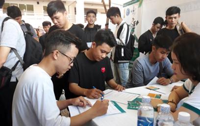 Nhiều vị trí việc làm được tuyển dụng trong Ngày hội việc làm CNTT, trường ĐH Duy Tân 2019.