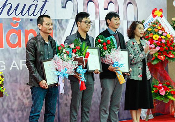 Giảng viên Đại học Duy Tân giành giải nhì Mỹ thuật Đà Nẵng 2020