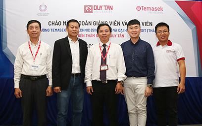 Giao luu Van hóa v?i Sinh viên Temasek Polytechnic (Singapore) và Ð?i h?c Rangsit (Thái Lan)